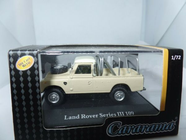 Cararama 7-52290 1/72 Scale Land Rover Series III 109 White Cream Frame